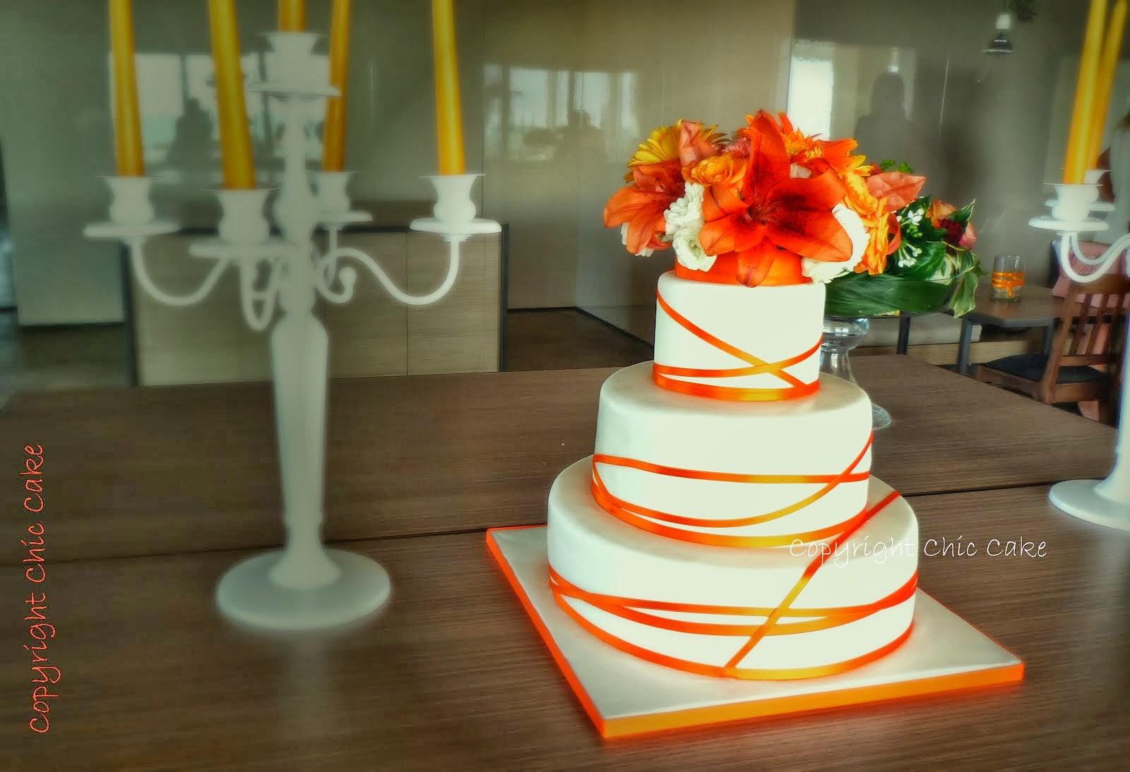 Wedding cake nastri e fiori arancioni