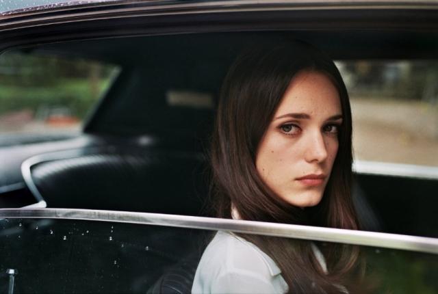 Nữ Thư Ký Xinh Đẹp, The Lady In The Car With Glasses And A Gun
