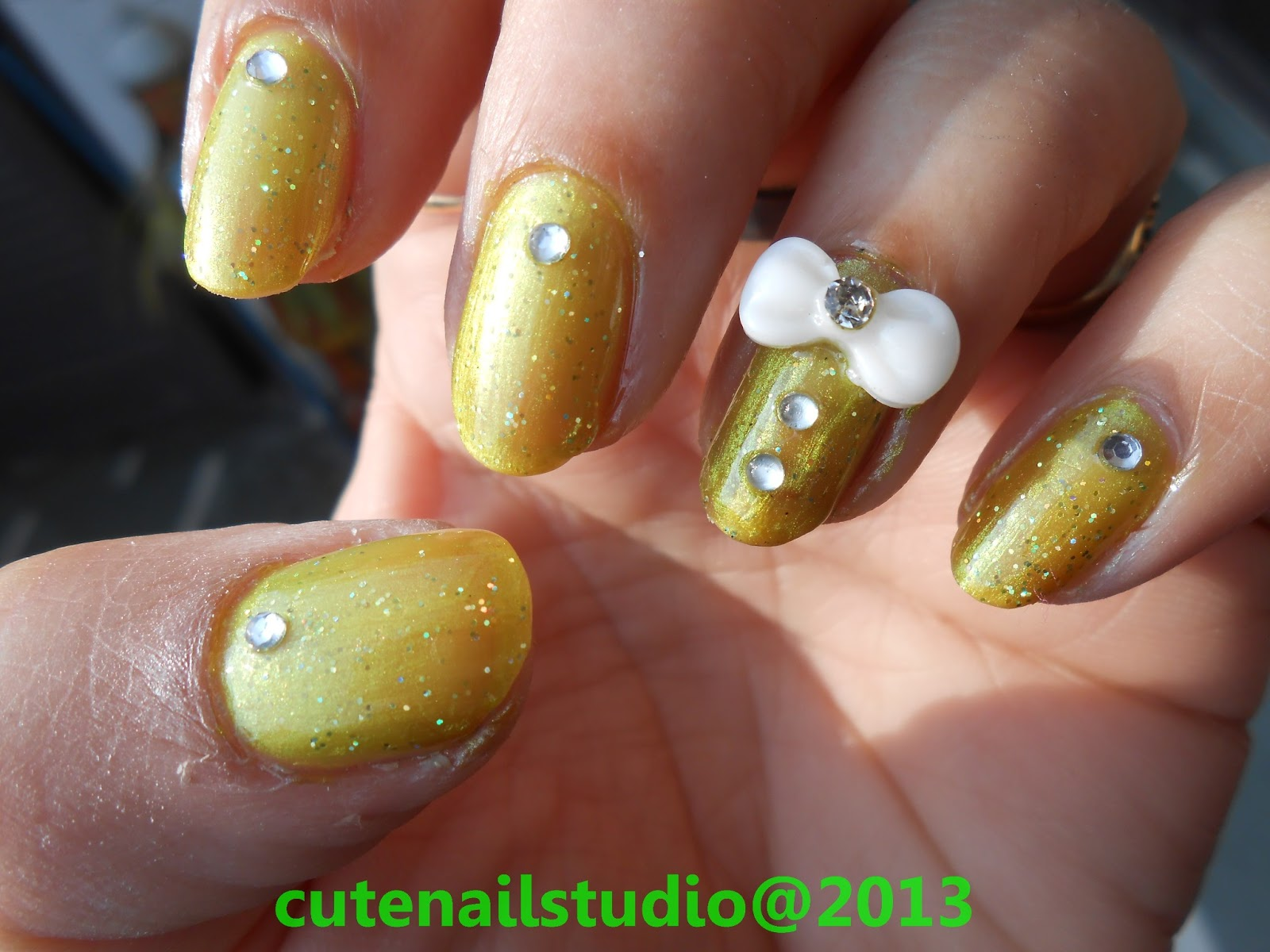 Cute nails: 3D bow nail art.
