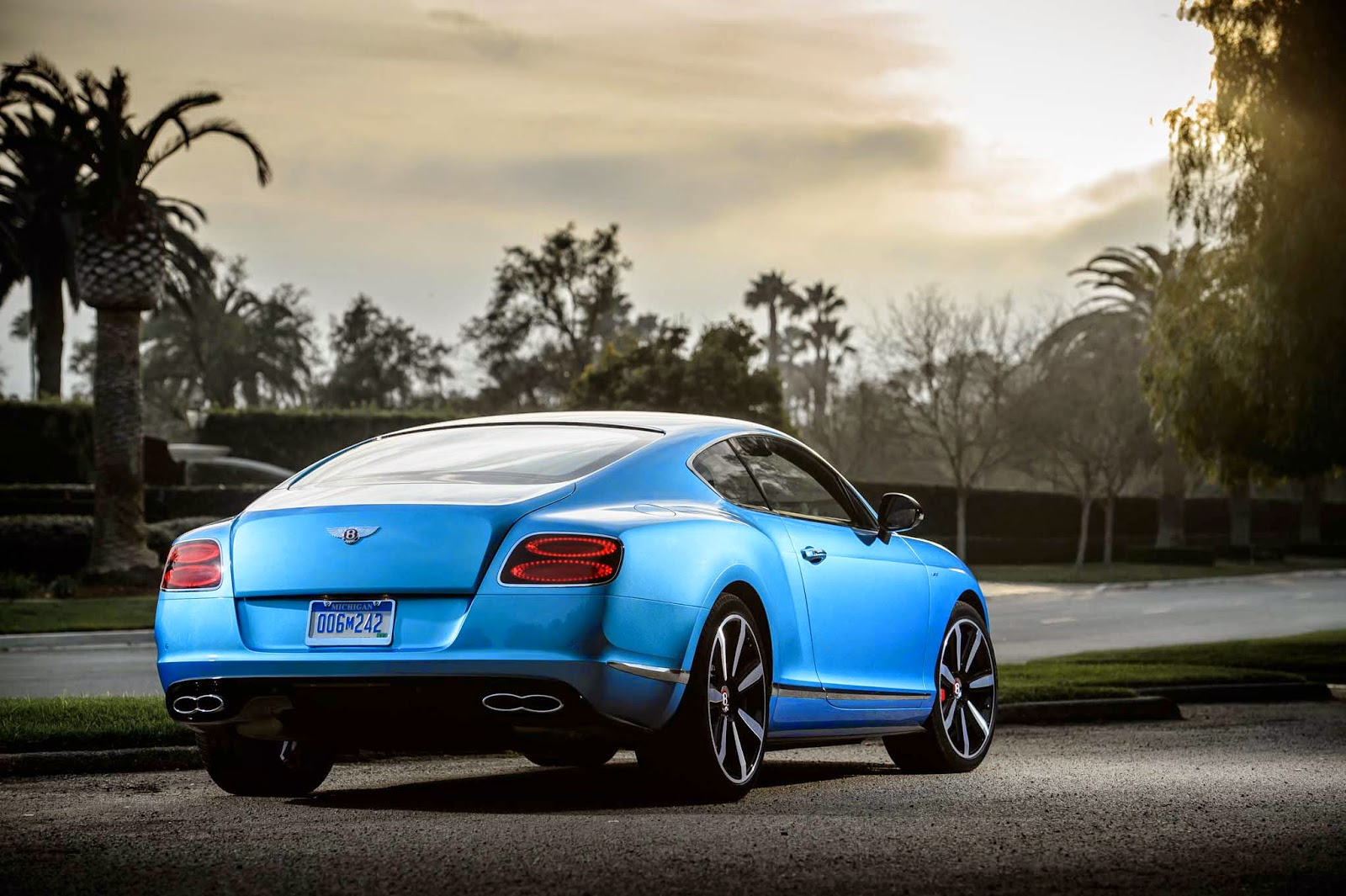 Bentley Continental GT V8 S Back View Image