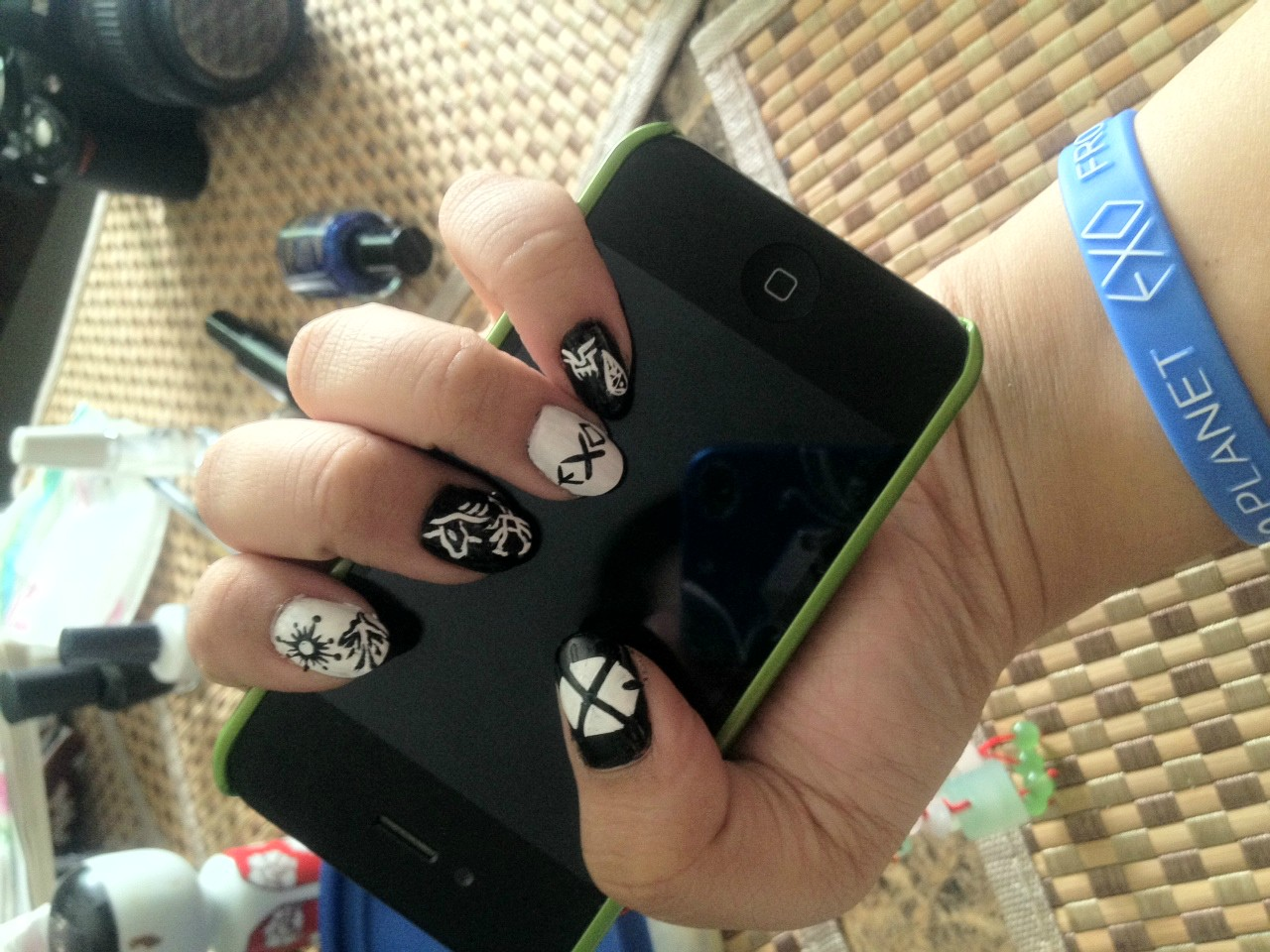 Roll Like a Buffalo~~: EXO nail arts :D