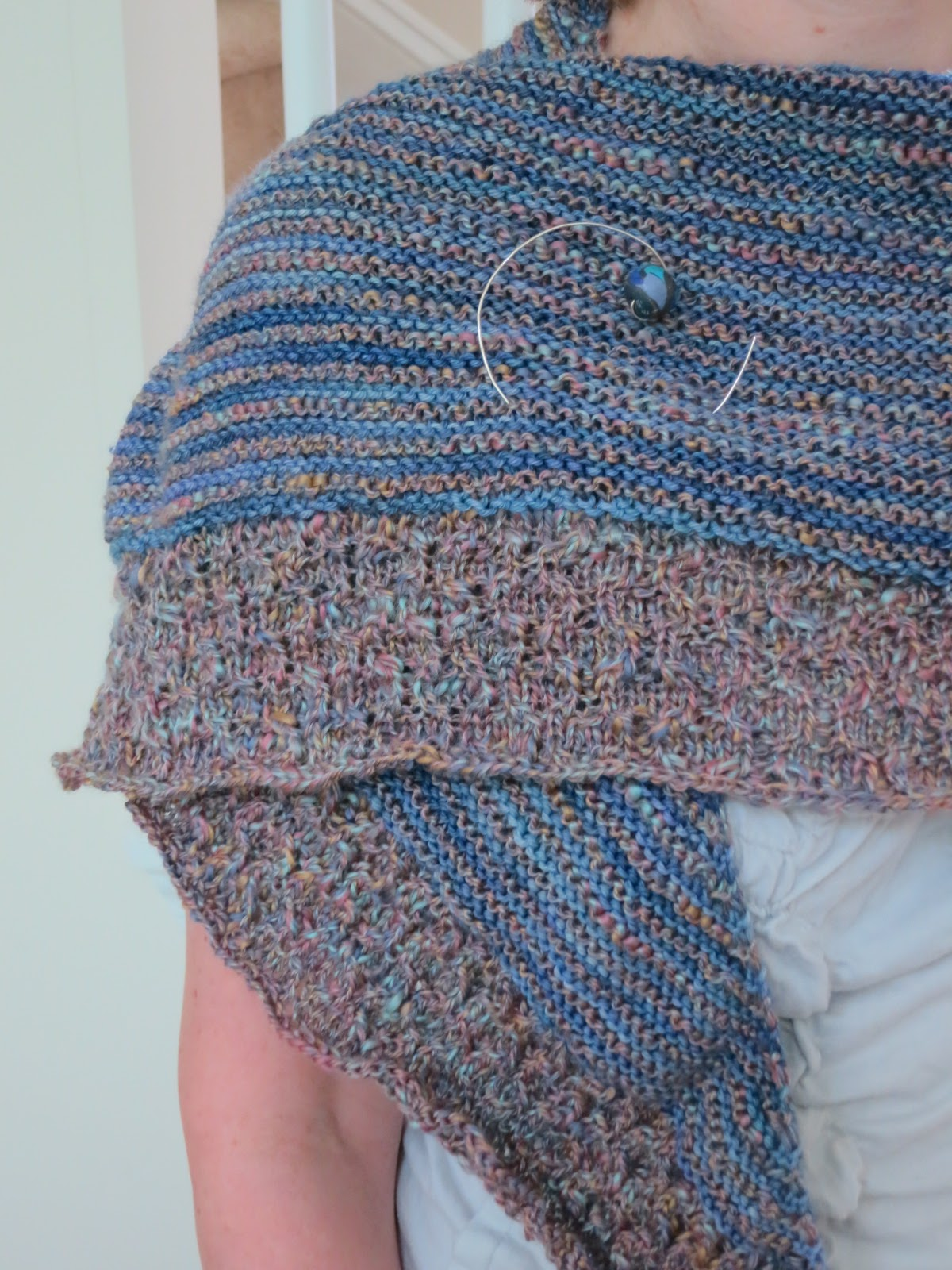 New Knitting Patterns Free : The Fuzzy Lounge: New FREE Knitting Pattern: Crossroads Textured Shawl