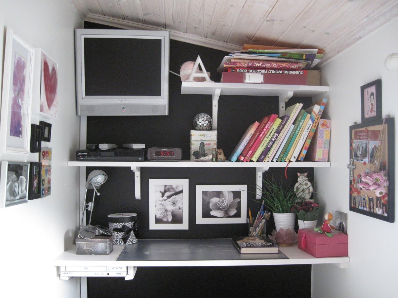 Doft av kaprifol: asrtrids rum i svart vitt lila