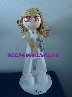fofucha-creacionesreme-personalizadas-foami –graduada-enfermera