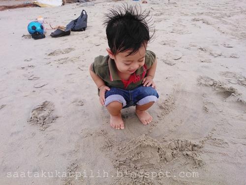 Tip didik anak, bermain di pantai untuk motor skil