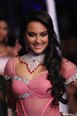 Sonakshi Sinha hot image