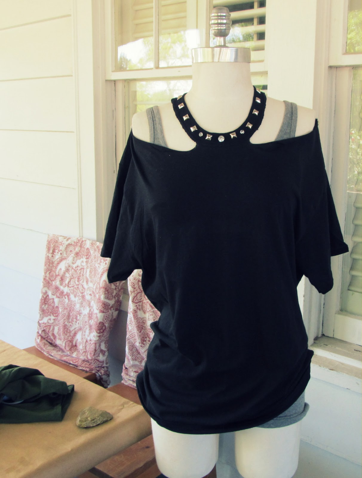 wobisobi no sew jewelled halter t shirt diy. Black Bedroom Furniture Sets. Home Design Ideas