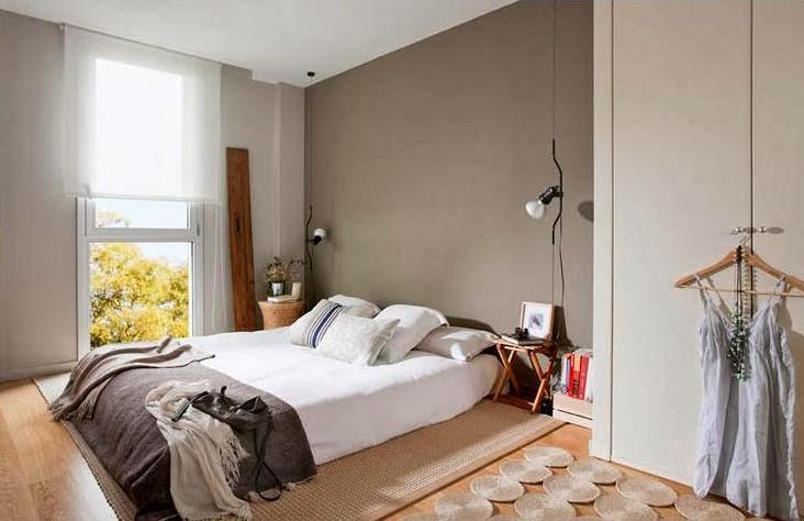 cama con colchón en el suelo