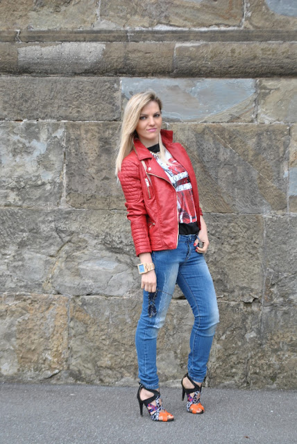 outfit skinny jeans giacca di pelle rossa come abbinare il rosso outfit rosso orologio in legno gufo fashion design mini selma michael kors mariafelicia magno fashion blogger colorblock by felym spring outfit red leather jacket biker jacket red outfit jeans and heels skinny jeans girls