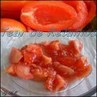 Com as sementes retiradas dos tomates, dá para fazer um bom molho rápido. Não é preciso jogar tudo fora