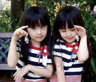 Anak Kembar Lucu