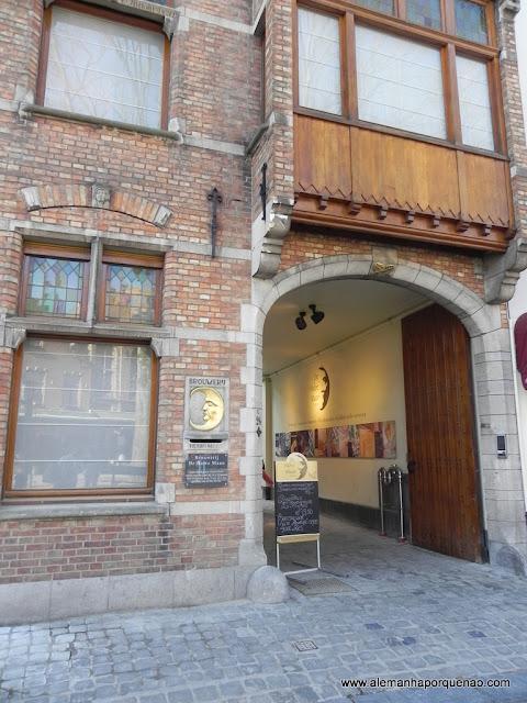 Entrada da cervejaria De Halve Maan: visitas guiadas e muita degustação de cerveja www.halvemaan.be
