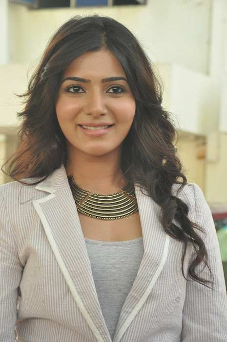 samantha new @ eega press meet
