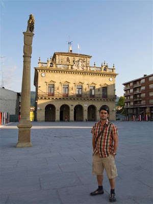 Casa Consistorial y Columna de Juan Harria en Irún