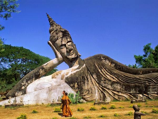 Laos découverte , visite tourisme :Xieng Khuan