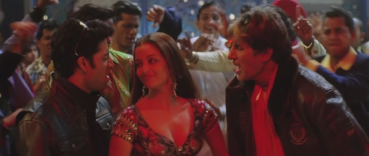 Aishwarya Rai abhisheek and amitabh bachchan dance in kajra re