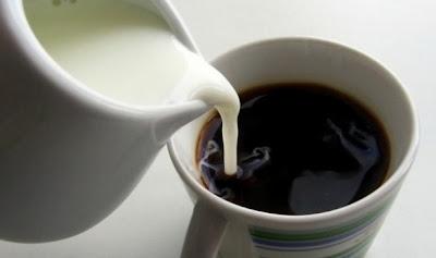 Το γάλα στον καφέ αποβάλλει το ασβέστιο από τον οργανισμό μας.