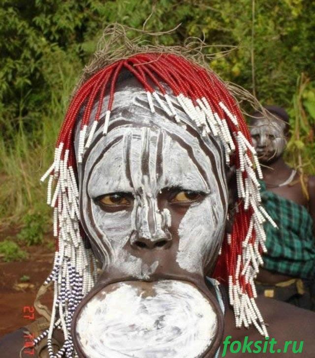 девушка из племени африки