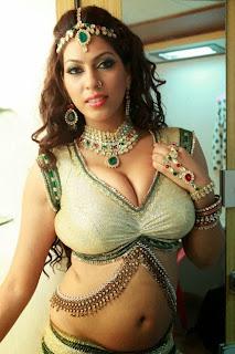 Hot sexy item dancer boobs expose