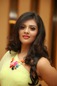 Sri mukhi Latest glam pics-thumbnail-4