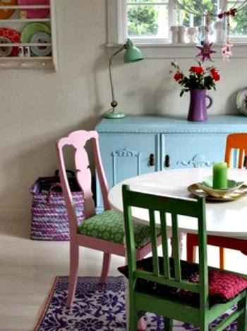 Cadeiras coloridas, decoração
