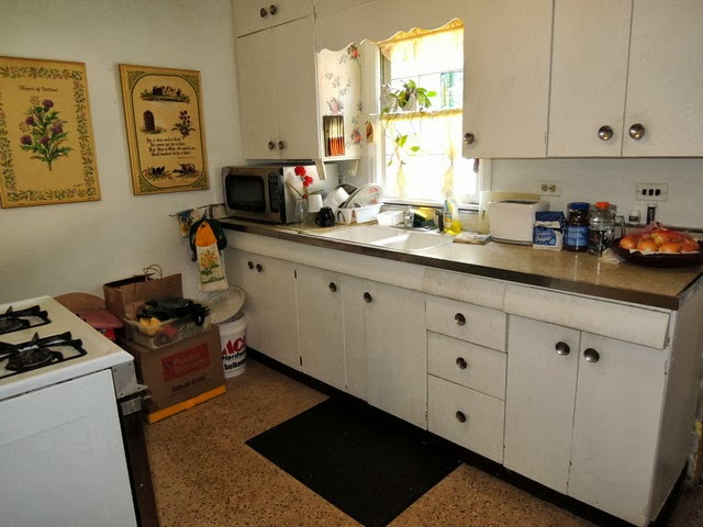 Completely original kitchen from 1951 with steel cabinets Photo