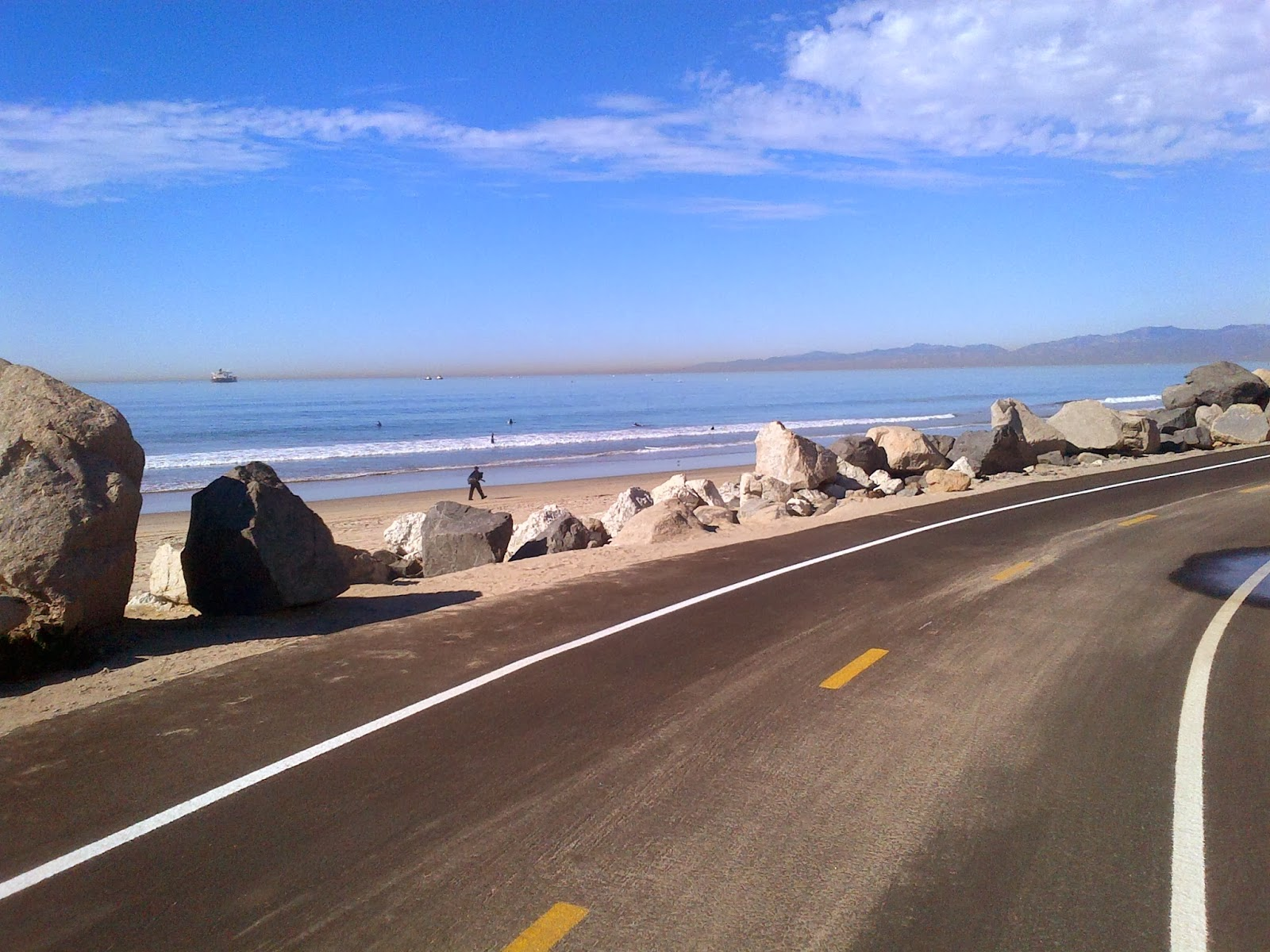 bike path, oceanside, beach view, shoreline, black pavement, black asphalt, california coast, venice beach, hermosia beach, manhatten beach