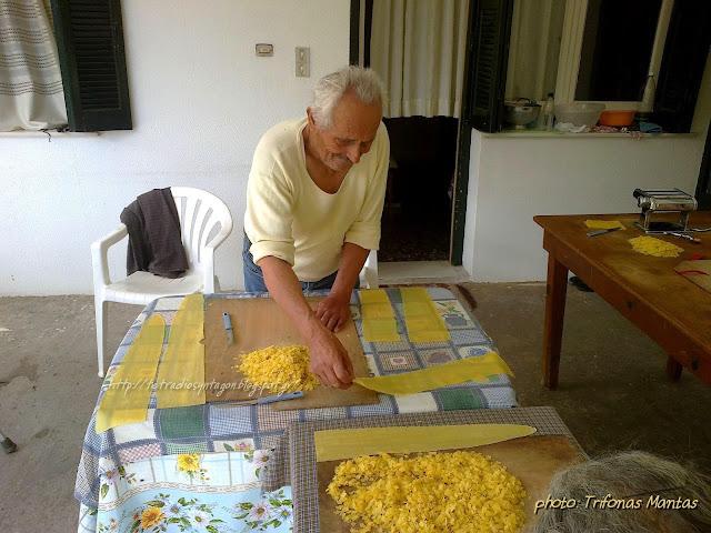 τουτουμάκια-χειροποίητες χυλοπίτες-Trifonas Mantas-παρασιακές συνταγές-Καλάβρυτα-τετράδιο συνταγών