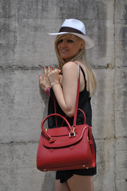 borsa rossa outfit borsa rossa come abbinare la borsa rossa abbinamenti borsa rossa outfit rosso outfit rosso e nero outfit nero e rosso outfit 22 giugno 2015 outfit estivi outfit giugno 2015 summer outfit how to wear red bag how to wear black and red black and red outfit mariafelicia magno fashion blogger fashion blog italiani blog di moda blogger italiane di moda panama hat cappello panama