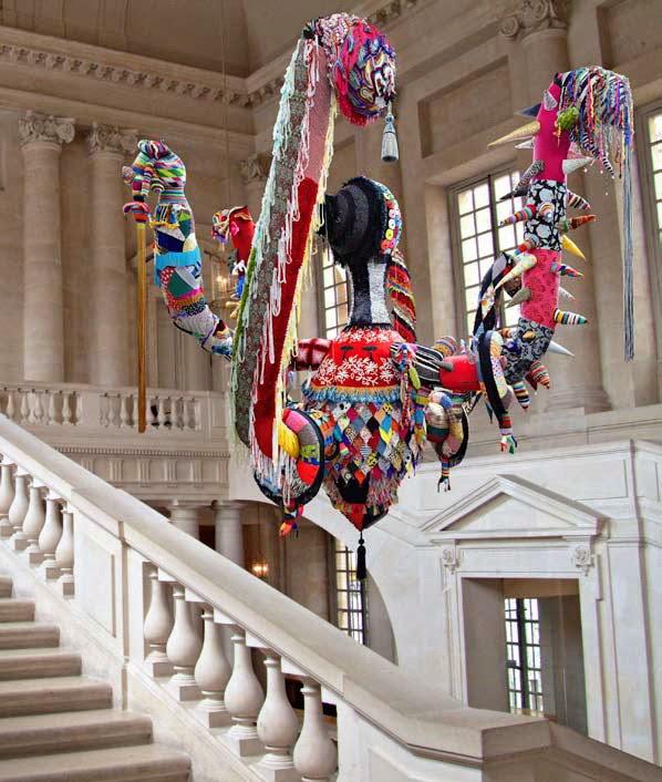 Mary Poppins, Tricot et crochet en laine faits à la main, maille industrielle, tissus, ornements, polyester, câbles en acier, 2010