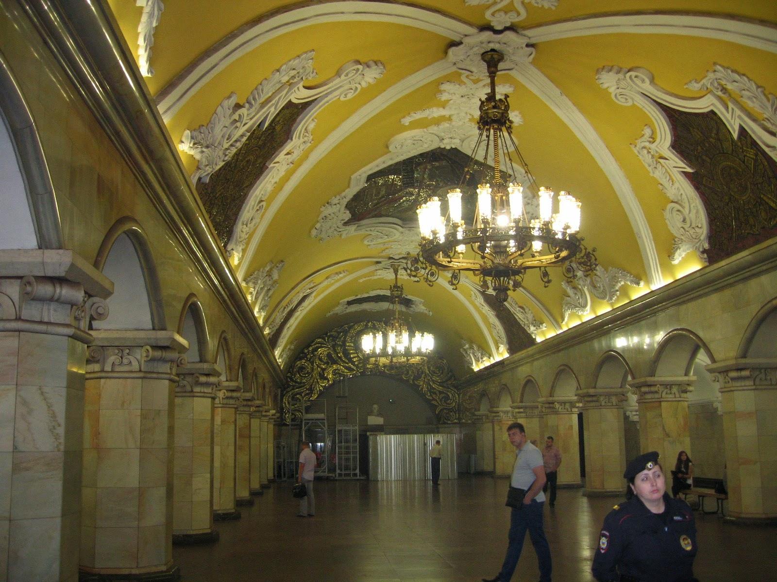 Moskova ve diğer Rus şehirlerindeki Komsomolskaya Meydanı 88