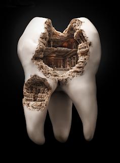 Γλυπτά πάνω σε δόντια, η πιο αηδιαστική και εντυπωσιακή μορφή τέχνης