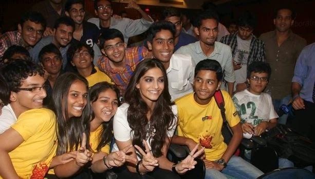 Sonam Kapoor Meets Her Twitter Fans, Latest Sonam Kapoor Hot Pics