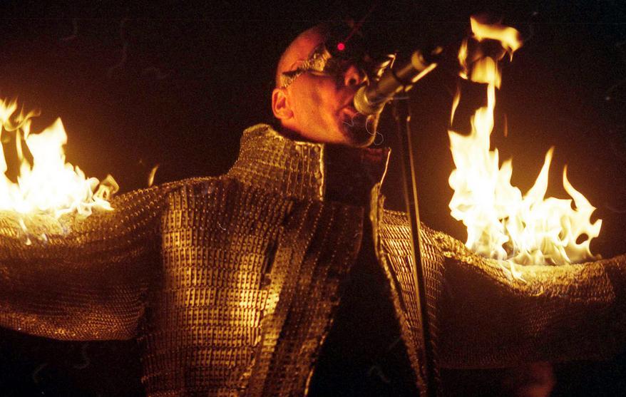 Пламя, richard kruspe, metal, сцена, концерт, rammstein, гитара, огонь