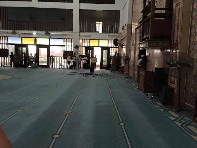 bumbung masjid runtuh