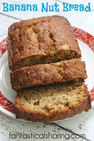 Banana Nut Bread | A simple banana bread with lots of pecans and sprinkled with sugar #recipe #delicious