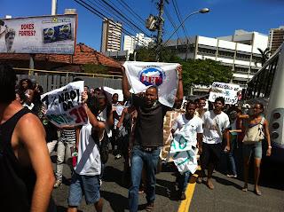 Manifestação de estudantes da UFBA por mais investimentos em educação