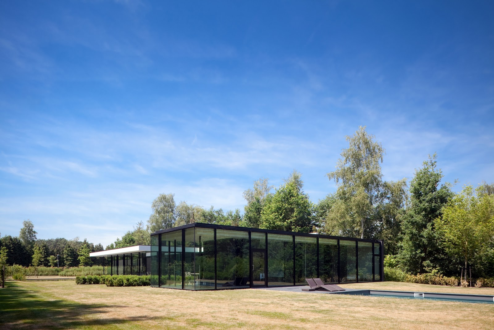 Ultra Modern Glass House Architecture Modern Design By