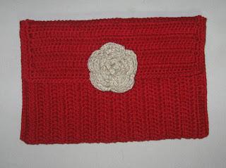 carteira de crochê vermelha