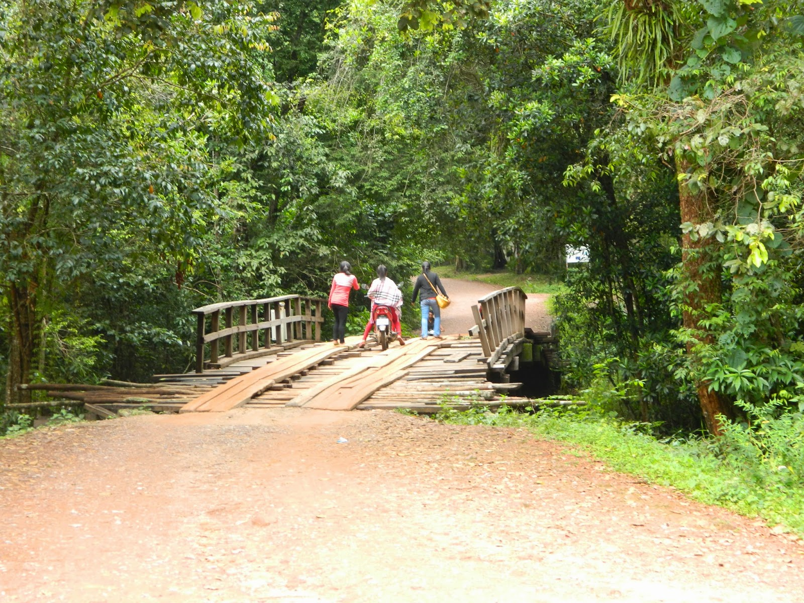 Over not-so-safe bridges to Kulen mountains