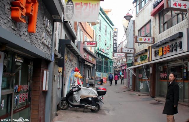 Calle del dakgalbi en Chuncheon