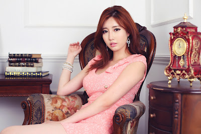 Shin Se He Sexy Korean Model in Pink