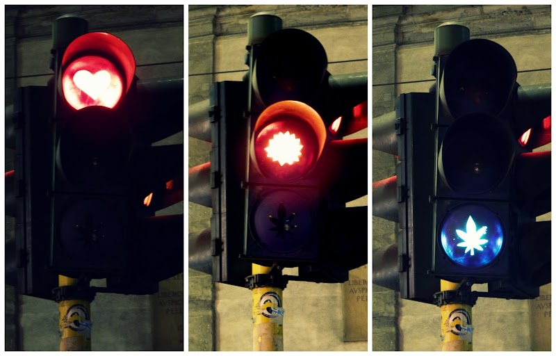 TRAFFIC LIGHTS IN THE CITY