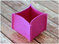 http://www.blog.oomanoot.com/10-minute-diy-felt-boxes/?utm_source=directory&utm_medium=totally&utm_campaign=10-minute-diy-felt-boxes
