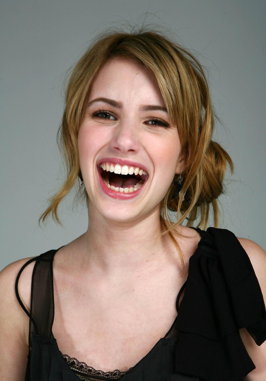 Hot Emma Roberts ~ Cel...