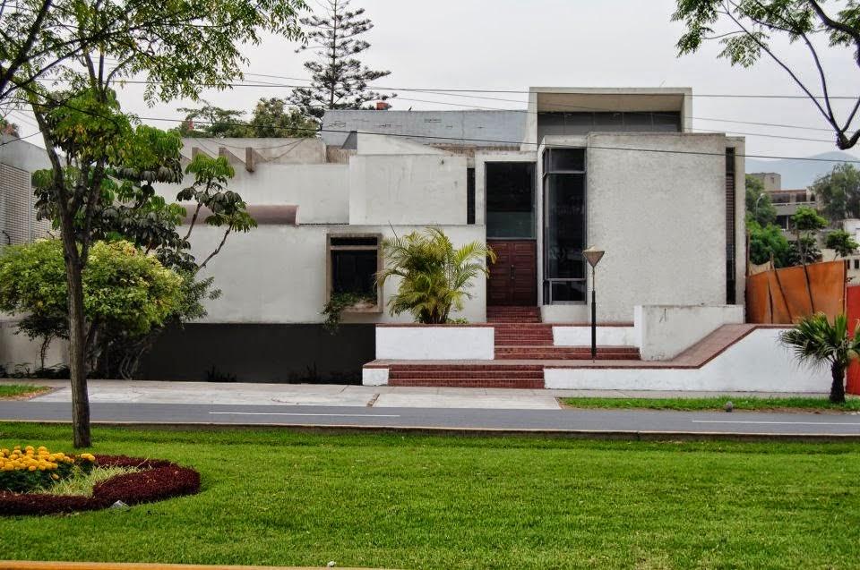 La forma moderna en latinoam rica casas en surco for Casas modernas lima