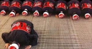Foto iklan Coca Cola yang lecehkan umat Islam