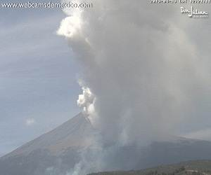 Popocatepetl_volcano_eruption