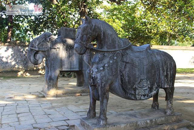 Tham quan Lăng Minh Mạng, Huế