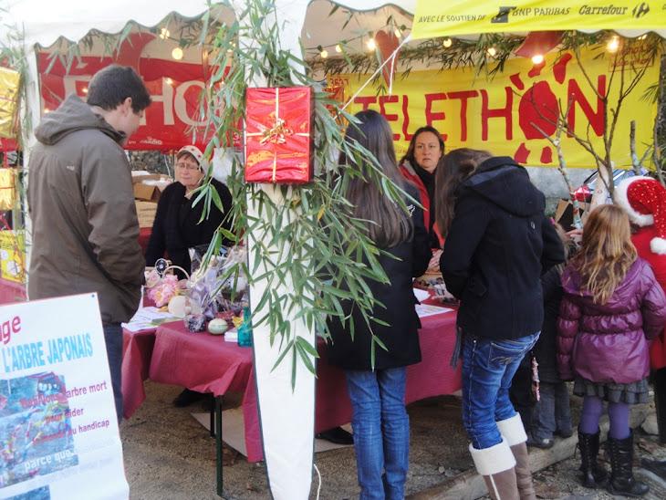 MARCHE DE NOEL ET TELETHON le 4 DECEMBRE 2011